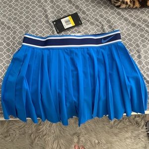 NWT Signal BLUE💙💙NIKE VicTorY SkirT size Small💙